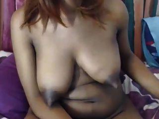 큰 흑단 가슴 긴 꼬집음 젖꼭지