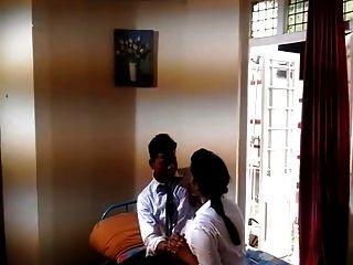 인도 최초의 대학생 로맨스