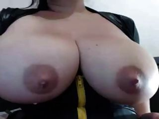 아름다운 거대한 가슴과 우유가있는 라티나