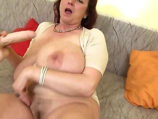 큰 가슴을 가진 성숙한 섹스 폭탄 엄마 ssbbw