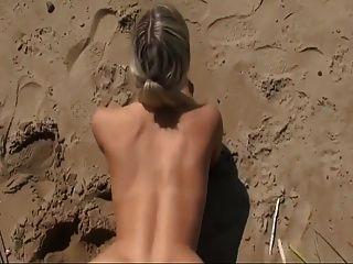 해변에서 뜨거운 섹스