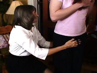 mrs loving은 어머니의 요청으로 sissy 훈련을 시작합니다.