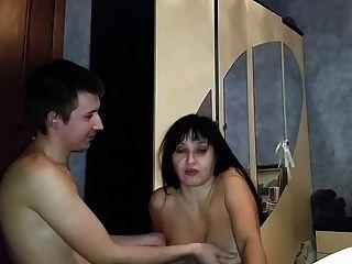 러시아 성숙한 엄마 빨아 그녀의 소년