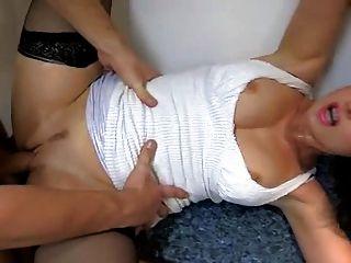 뜨거운 유부녀와 그녀의 어린 애인 173