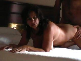 호텔 섹스 테이프에있는 진짜 주 부인을 바람 피우는