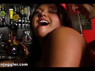 술집에서 루시가 엉덩이를 좆