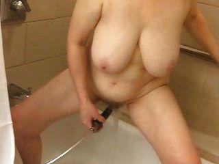 marierocks로 60 + 큰 가슴 엄마 샤워 자위
