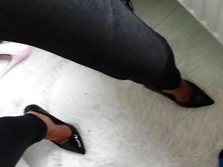 신발 발 뒤꿈치에 질내 사정