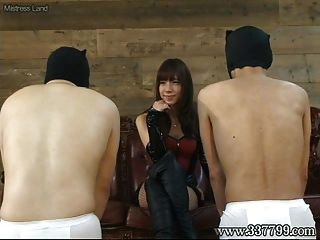 일본 여학생 takakura 얼굴 앉아서 얼굴을 때리는