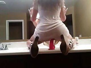 뜨거운 소녀는 거울 앞의 딜도 라구 아.