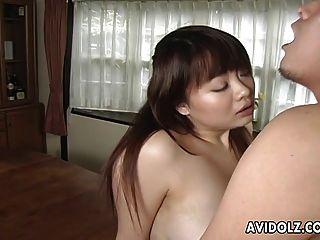 아시아 busty 암컷 그녀의 털이 머프 채워집니다