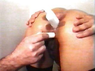 주먹 엉덩이와 의사의 사무실에서 여자 엉덩이에