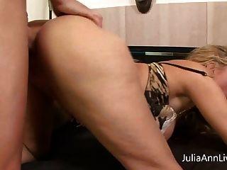 busty milf julia ann는 큰 수탉과 망할 pov를 얻습니다!