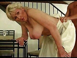 금발 털이 할머니 r20