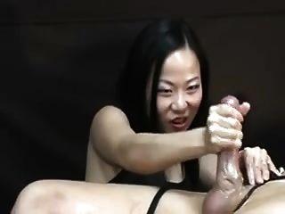 그를 고문하는 아시아 여성 오르가즘 손짓 게시물