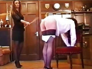 장난 꾸러기 소녀 caned