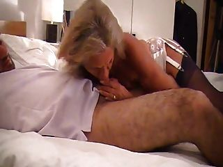 스타킹에 뜨거운 할머니가 그녀의 장난감 보이 섹스