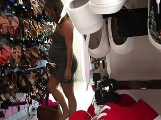 19 세의 임신 한 니콜 신발 입김