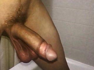 큰 수탉과 거대한 공 물방울과 스윙