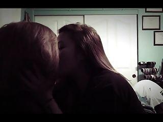 아마추어 아시아 여자 레즈비언 키스