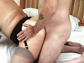 뚱뚱한 엉덩이 영국 성숙한 그리고 빌어 먹을 사랑하는 2 성교