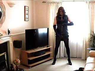 앨리슨 그녀의 새로운 PVC 드레스와 장갑에서 재생