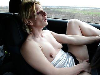 차에서 걸레질하다