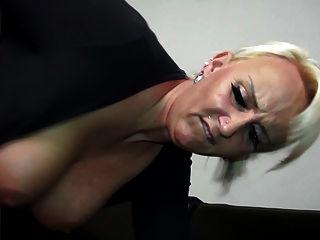 포쉬 밀크 빨고 젊은 수탉 섹스