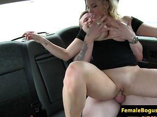 busty english 택시 운전사 뒷좌석 거시기 타기