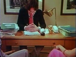그녀는 천사가 아니다 (1976)