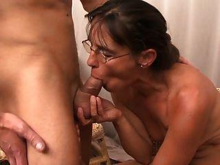 뜨거운 아가씨와 그녀의 어린 애인 457