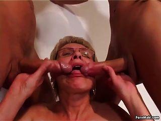 뜨거운 할머니와 늙은 젊은 섹스