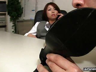 그녀의 상사에 의해 섹스를 받고 아시아 사무실 레이디 tsubaki