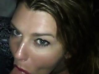 섹시한 여자가 머리를주고 입에 질내 사정