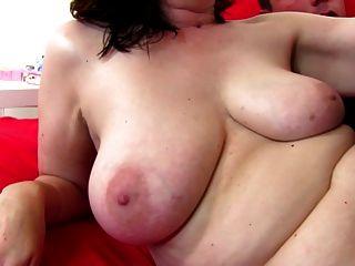 아마추어 성숙한 엄마가 젊은 변태를 섹스