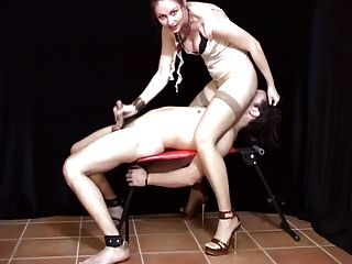 femdom smothering와 손 직업