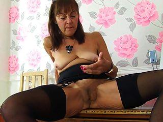 할머니는 늙지 만 여전히 뜨거운 섹스를 원한다.