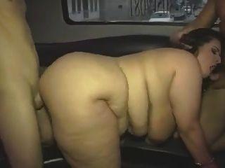 그룹 비디오에 큰 가슴을 가진 성숙한 뚱뚱한 소녀