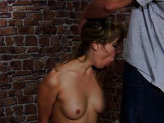 그녀의 남자 친구에 의해 처벌 예쁜 여자.