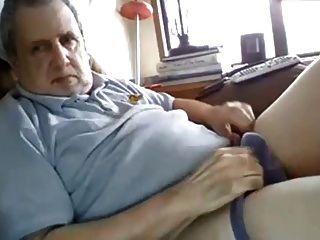 할아버지는 뚱뚱한 수탉이있다.