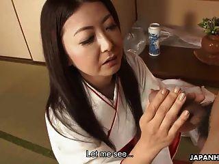 아시아 입가의 입 냄새를 빨아 먹는 유부녀