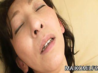 mako shinozuka : 니뽄 milf 그녀 안에 하드 수탉을 삽입