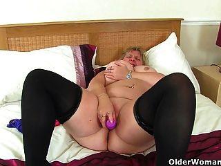 uk milf melons marie 그녀의 큰 가슴을 졸라 매고 딜도 라구 딜도