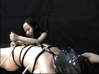 최고의 아시아 여성과 그녀의 슬레이브 핸드 잡