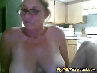 내 milf 노출 된 할머니 큰 가슴과 캠 재생
