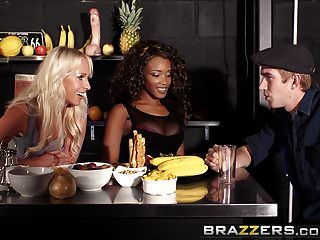 brazzers shes는 분출 할거야. carla cox kiki minaj and dann