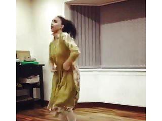 uk pakistani 유니 소녀 댄스 비 누드 전통 비 누드