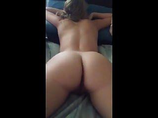 그녀는 그녀의 엉덩이와 몸을보고 위대한 섹스입니다