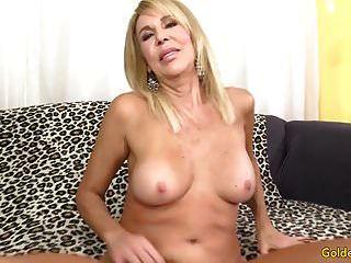 성숙한 금발 에리카 로렌 그녀의 음부와 섹스를 보여줍니다