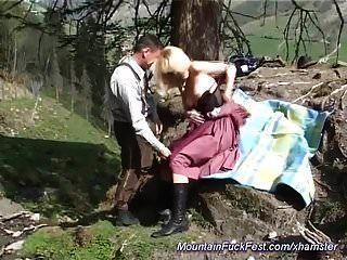 독일의 암컷의 항문이 산속에서 잡혔다.